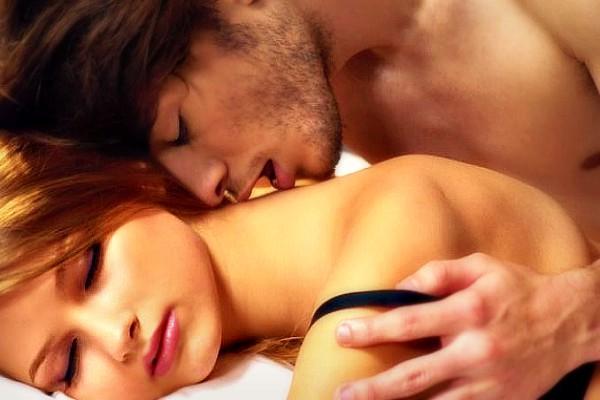 guy-tastes-girl-in-bed-couple-678×381 SLIDER NEWNEW