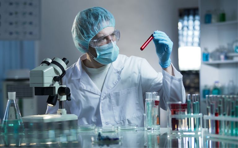 Laboratory-scientist-degree-768×480